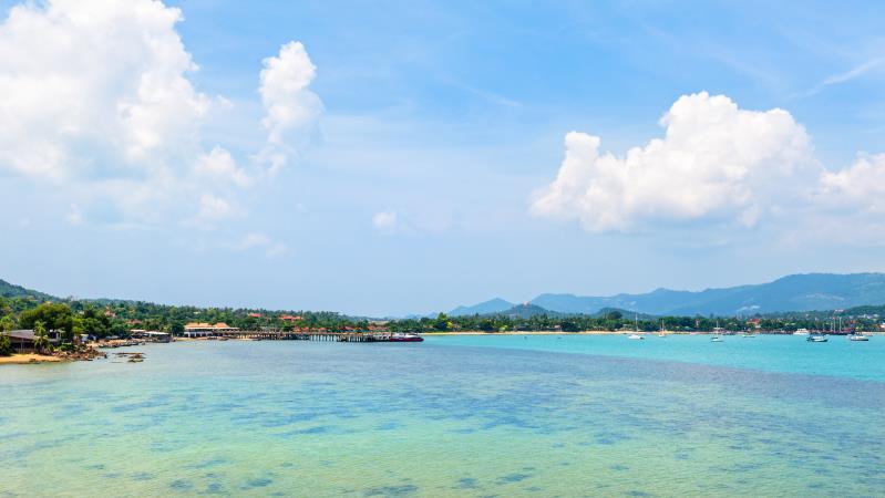 Самуи, Банграк (Bang Rak Beach): пирсы, катера и песчаный пляж