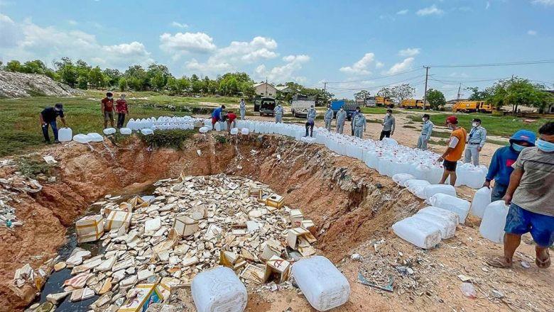 Власти изъяли и уничтожили 12 тонн поддельного спиртосодержащего дезинфицирующего средства