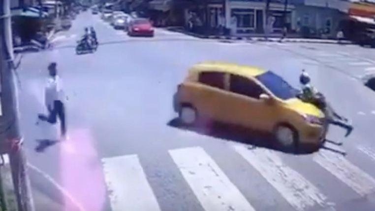 """Тайский полицейский """"прокатился с ветерком"""" на капоте машины 2 километра"""