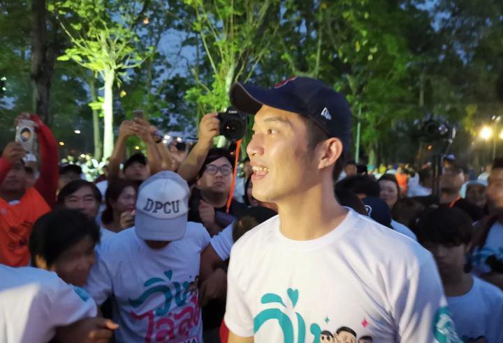 Тысячи тайцев устроили протестный забег против премьер-министра страны