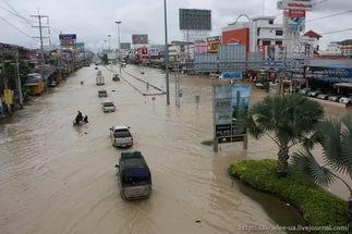 Власти Паттайи круглосуточно контролируют затопленные районы