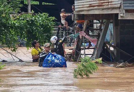 Добровольцы на парапланах не бросили в беде пострадавших от наводнений в Таиланде