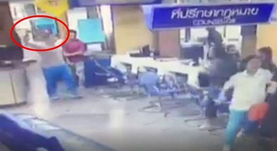 Подросток ворвался в полицейский участок с ножом
