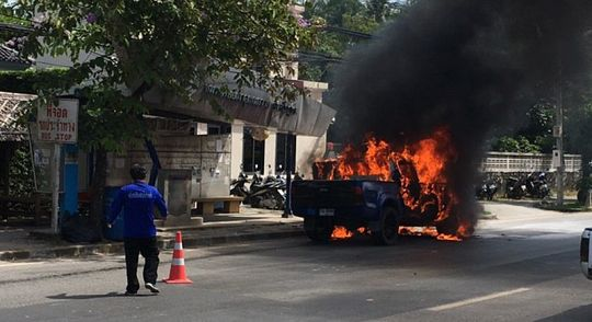 Пикап загорелся на шоссе в районе памятника Героиням