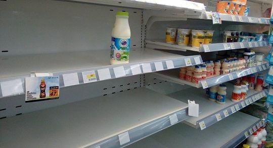 Наводнения задерживают поставки продуктов в магазины Пхукета