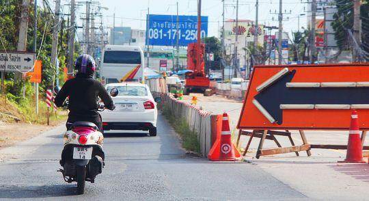 Официальные лица просят потерпеть пробки в Чалонге