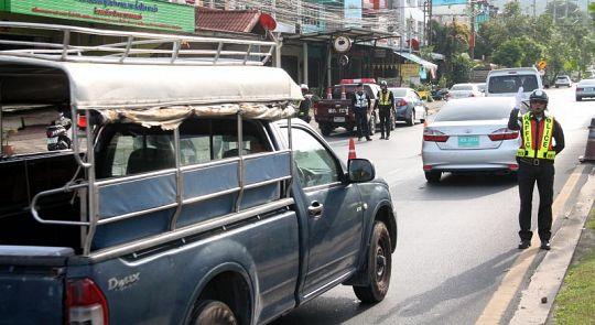 Полиция предупреждает, что с 5 апреля пристегиваться в Таиланде должны и водители, и пассажиры