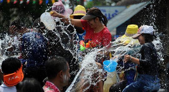 Пхукету дали добро на водные битвы на улицах и поливание водой с пикапов