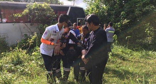 Туристический автобус без пассажиров попал в аварию на Пхукете