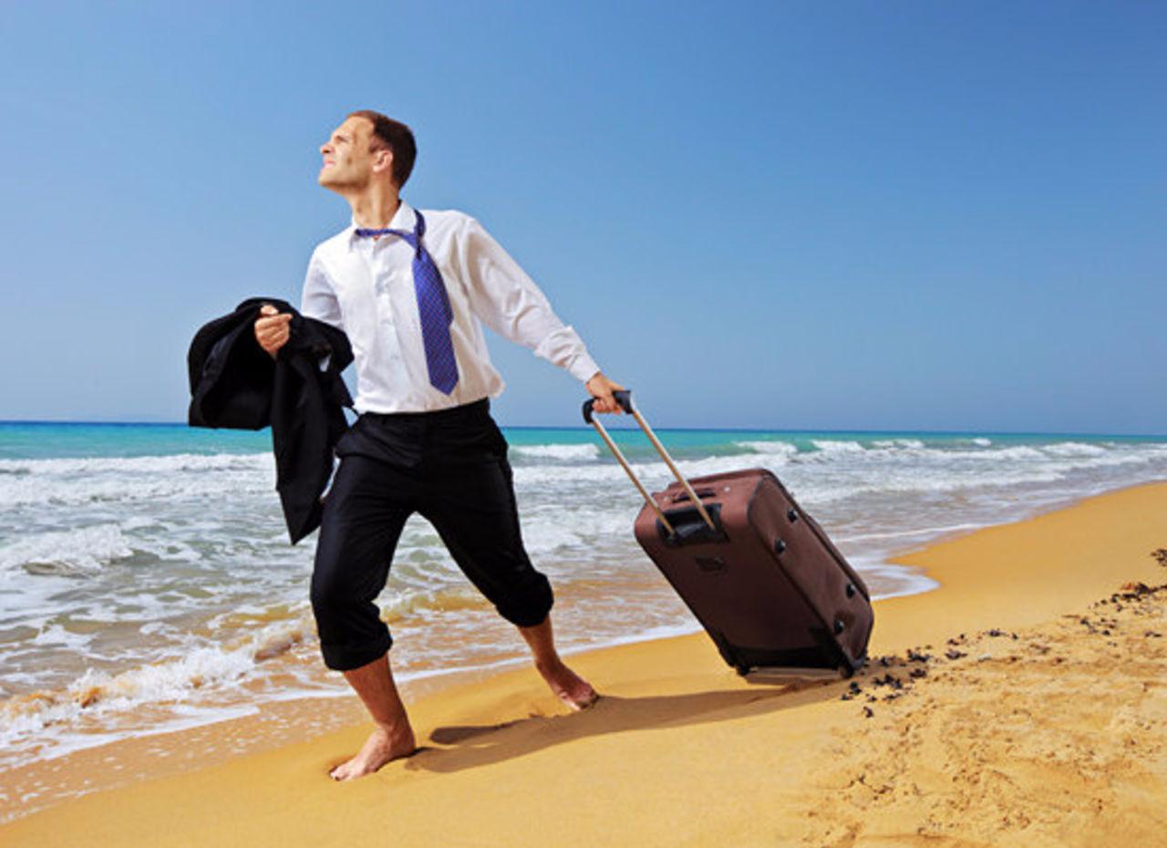 Опрос показал долю скучающих по пляжному отдыху россиян