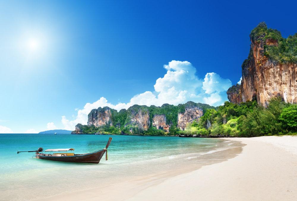 Таиланд начнет пускать привитых туристов из 46 стран без карантина