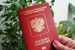 Путин подписал закон о праве консульств РФ за рубежом выдавать загранпаспорта по почте