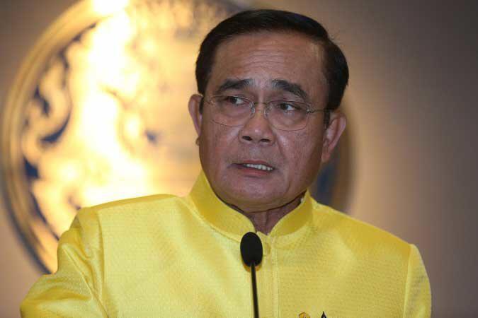 """Пользователи сети ополчились на тайского премьер-министра за """"неуважение"""" к жертвам массовой стрельбы"""