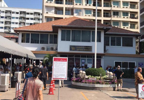 Иностранцам объяснили, как себя вести в иммиграционном офисе в Паттайе