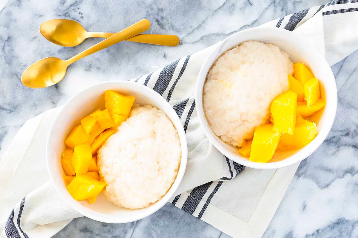 Тайланд готовится к мировому рекорду по самому большому блюду манго с клейким рисом