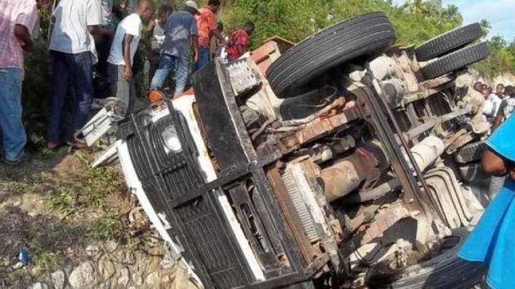 Один рабочий текстильной фабрики погиб, еще 37 были ранены в результате столкновения двух грузовиков на юге Камбоджи