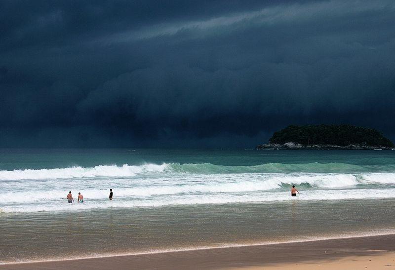 Отдыхающих Патонга предупредили о приходе юго-западного муссона