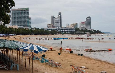Мэр Паттайи приказал очистить пляжи в течение двух недель