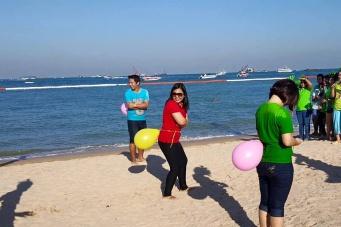 Вот так в Паттайе проходят тимбилдинги, сотрудники торгового комплекса Central Pattaya устроили корпоративные состязания прямо на пляже в двух шагах от места своей работы.