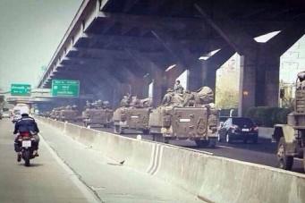 К Бангкоку стягиваются танки и военная техника (Tanks on the streets of Bangkok)