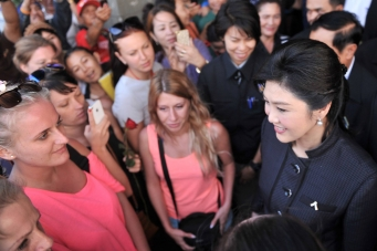Yingluck Shinawatra visited the injured in Pattaya.
