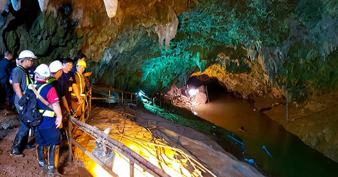 Пещера в Таиланде, из которой спасли юных футболистов, стала туристическим местом