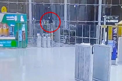 Россиянин упал с четвертого этажа аэропорта в Таиланде и умер