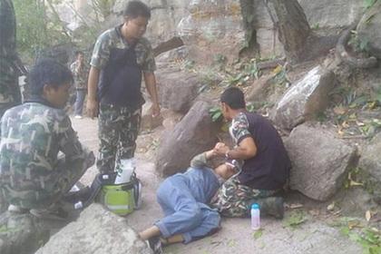 Муж столкнул беременную жену со скалы в попытке присвоить деньги и просчитался
