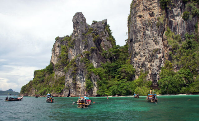 Bangkok Airways возобновит полеты в один из знаковых заповедников Таиланда