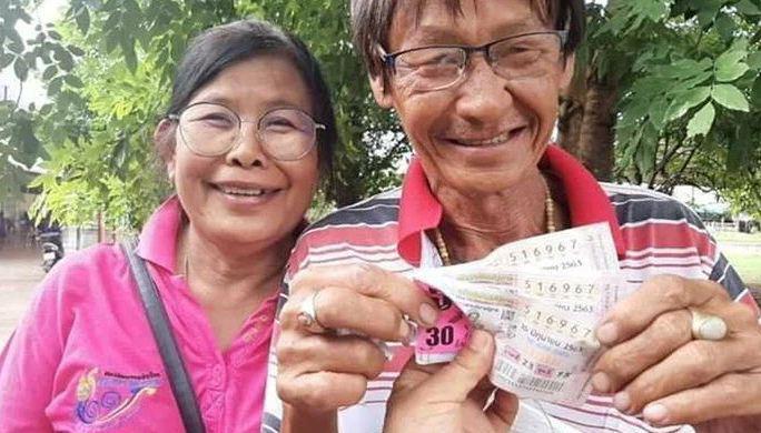 Чудеса случаются: все 4 лотерейных билета тайской пары оказались выигрышными