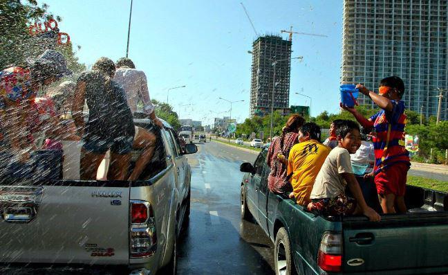 Сонгкран 2021: Таиланд снова останется без водных боёв