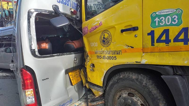 В крупной аварии с мусоровозом в Патонге никто не пострадал