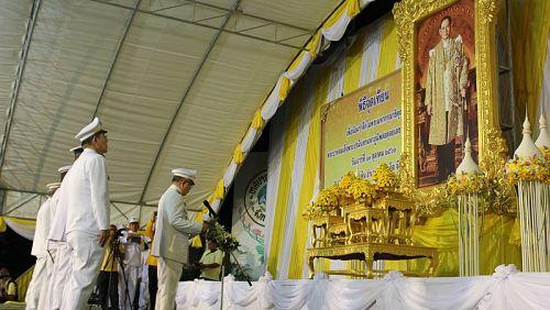На Пхукете почтят память Пхумипона Адульядета традиционными церемониями и субботником