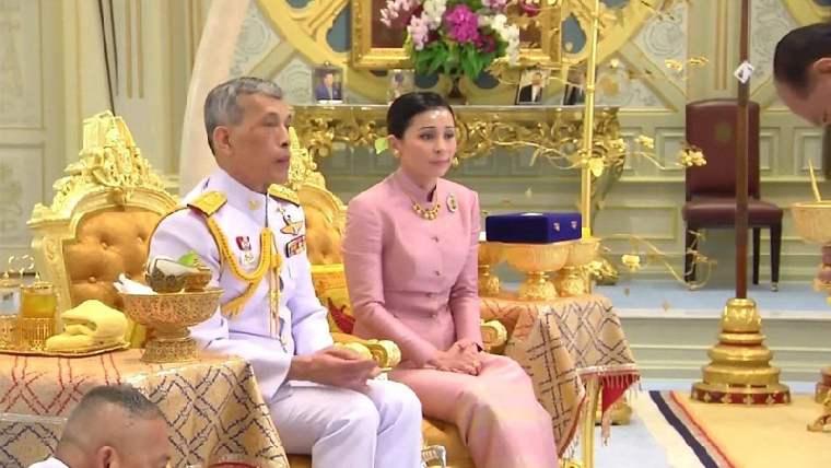 Король Таиланда женился на генерале