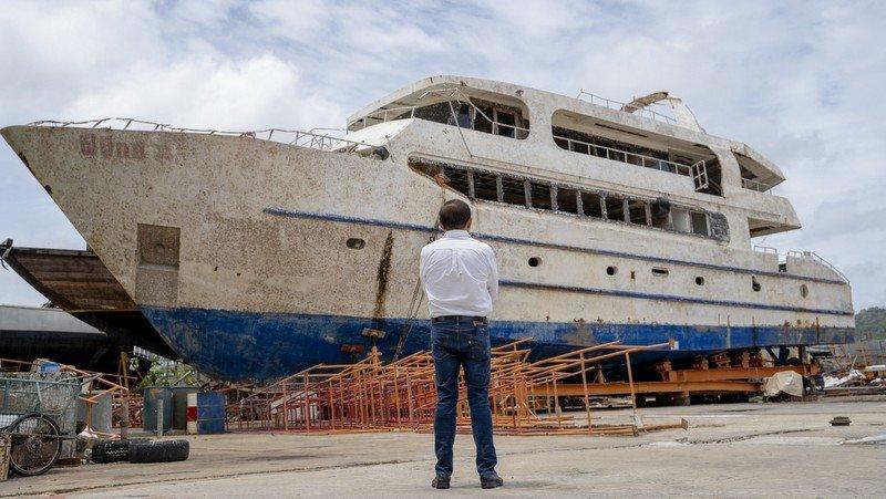 """Новый владелец """"Феникса"""" восстановит затонувшее судно и вернет его в море"""