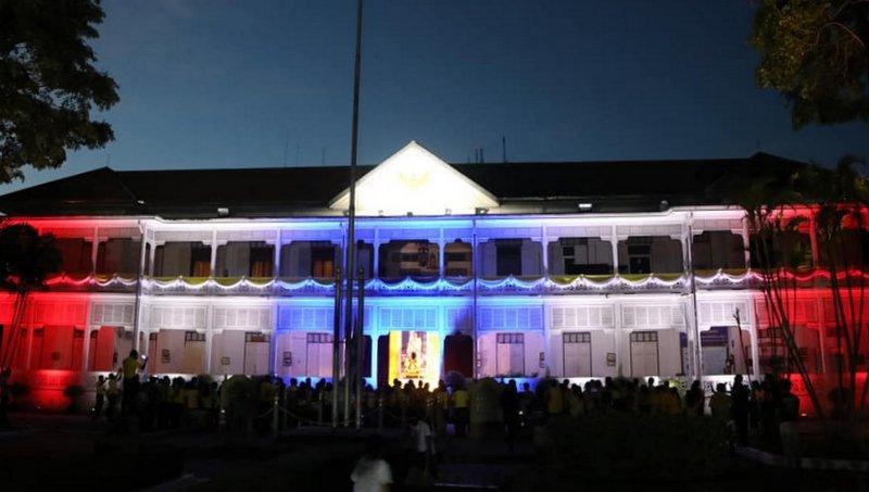 Провинциальный зал Пхукета примеряет новый образ в честь дня рождения Короля