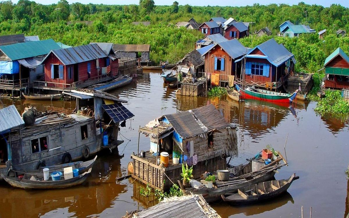 В Камбодже власти скупают у людей мусор, чтобы расчистить территорию природных достопримечательностей