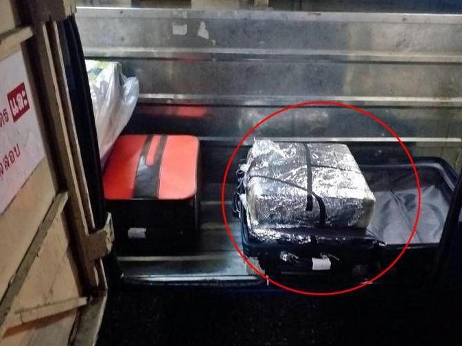 Тайского полицейского поймали на перевозке 198 тысяч таблеток метамфетамина