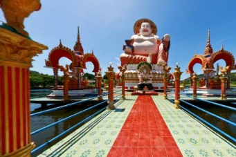 Plai Laem Temple attracts thousands of Thai's and tourists alike.