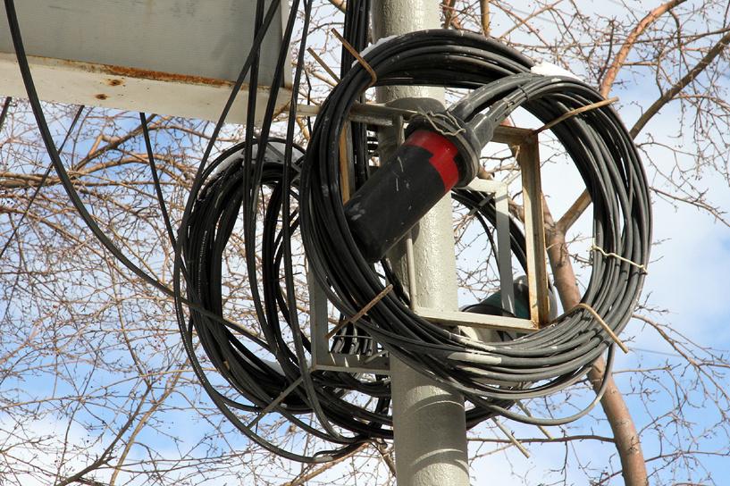 Со столбов Патонга снимут провода