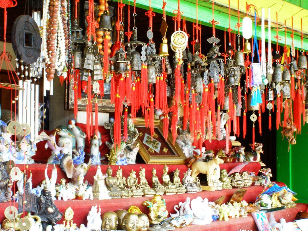 70% тайцев носят буддистские амулеты