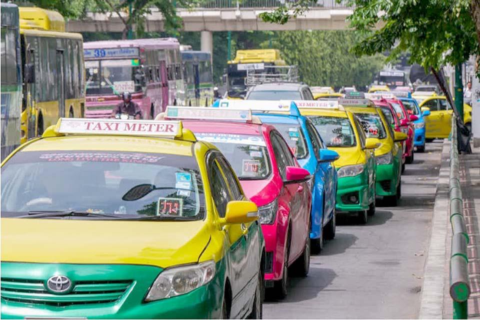 Тайские таксисты, пострадавшие от блокировки получат финансовую помощь