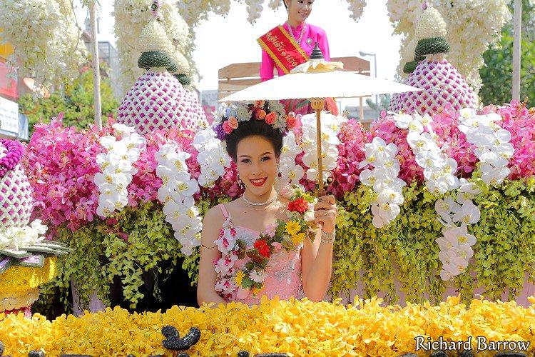 Февраль 2017 в Таиланде: клубника, цветы, кино и музыка