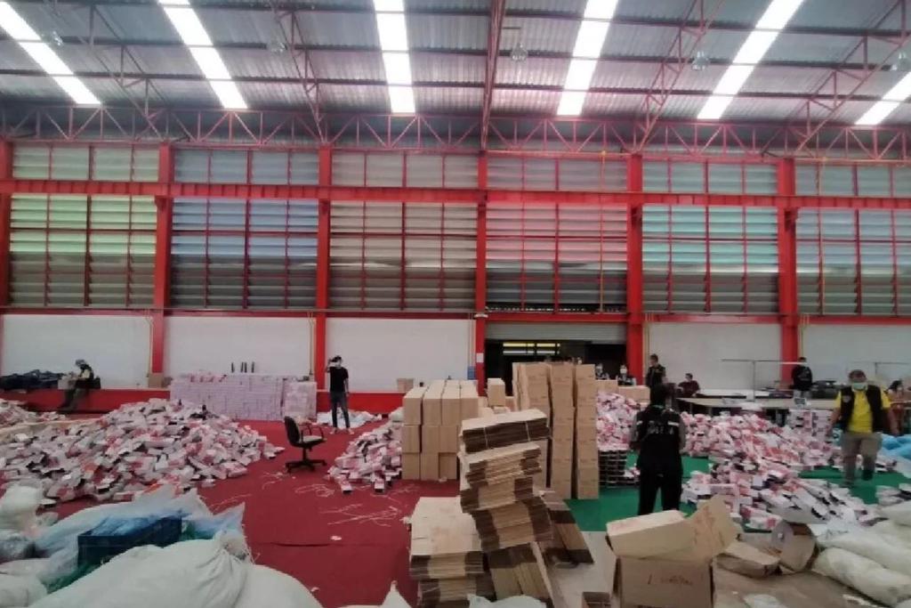 Тайцев снабжали тоннами использованных медицинских перчаток