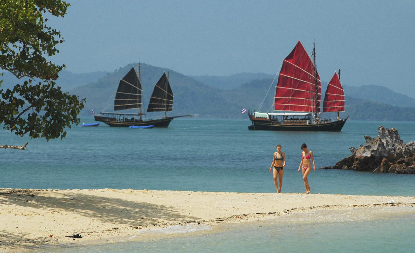 В заливе Пханг-Нга столкнулись 2 лодки с туристами