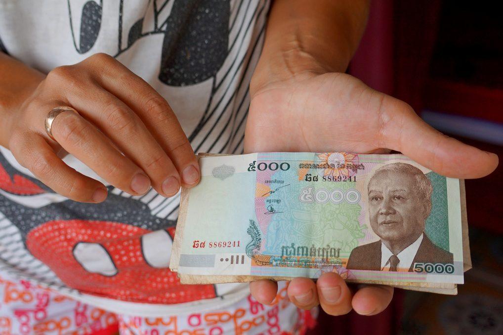 Какую валюту больше любят в Камбодже: доллары, риели или баты