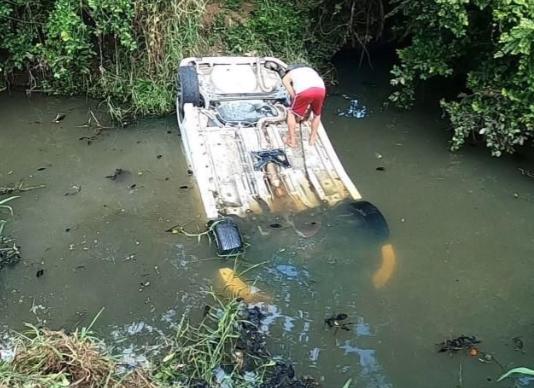 В Саттахипе офицер помог водителю, угодившему в канал
