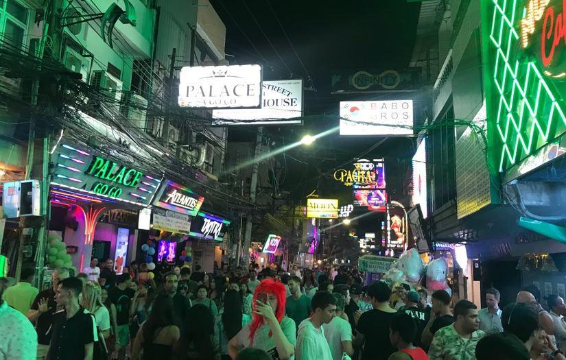 Таиланд обсуждает бесплатные визы для китайцев и индийцев в 2020 году