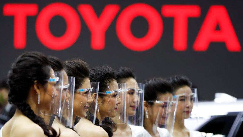 """""""Водители в масках"""" и машины по QR-коду: в Таиланде открылся знаменитый автосалон"""