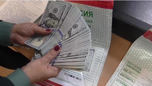 В Кольцово изъяли 30 тыс. долларов наличными у семьи, летящей на отдых в Камбоджу